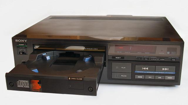 Dette var den første kommersielt tilgjengelige CD-spilleren.