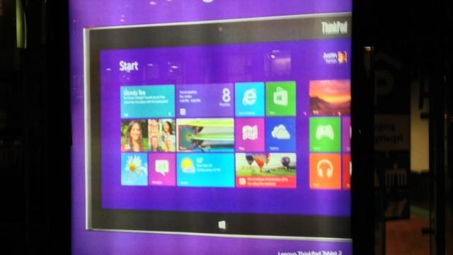 Steve Ballmer lovte at det blir umulig å unngå å få med seg at Windows Phone 8 er lansert. Det ser ut til å stemme, i hvert fall i Oslo. Bildet er fra Aker Brygge.