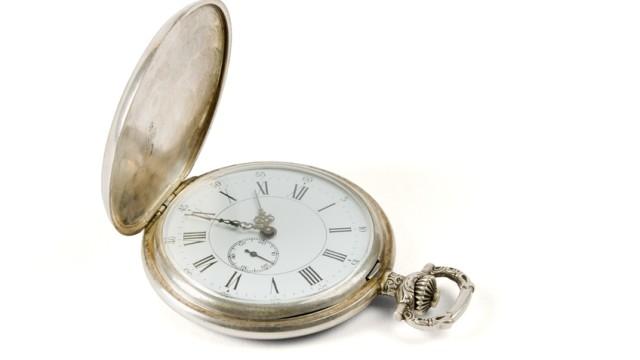 Eksempel på gammeldags lomme-ur. Beskrivelsen av Google klokka (minus høyteknologien) er farlig lik denne...