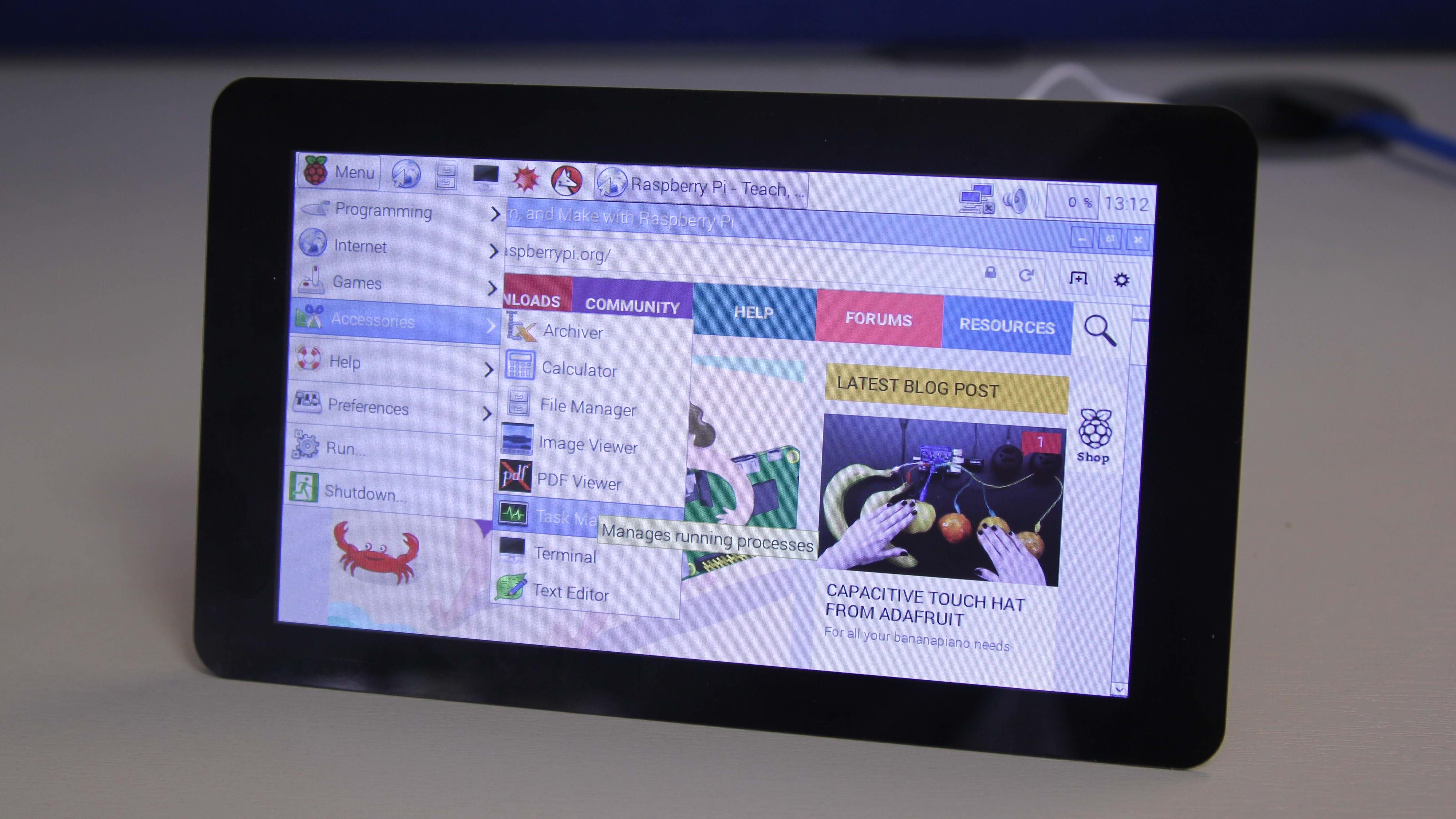Den nye flerberøringsskjermen til Raspberry Pi koster 500 kroner.