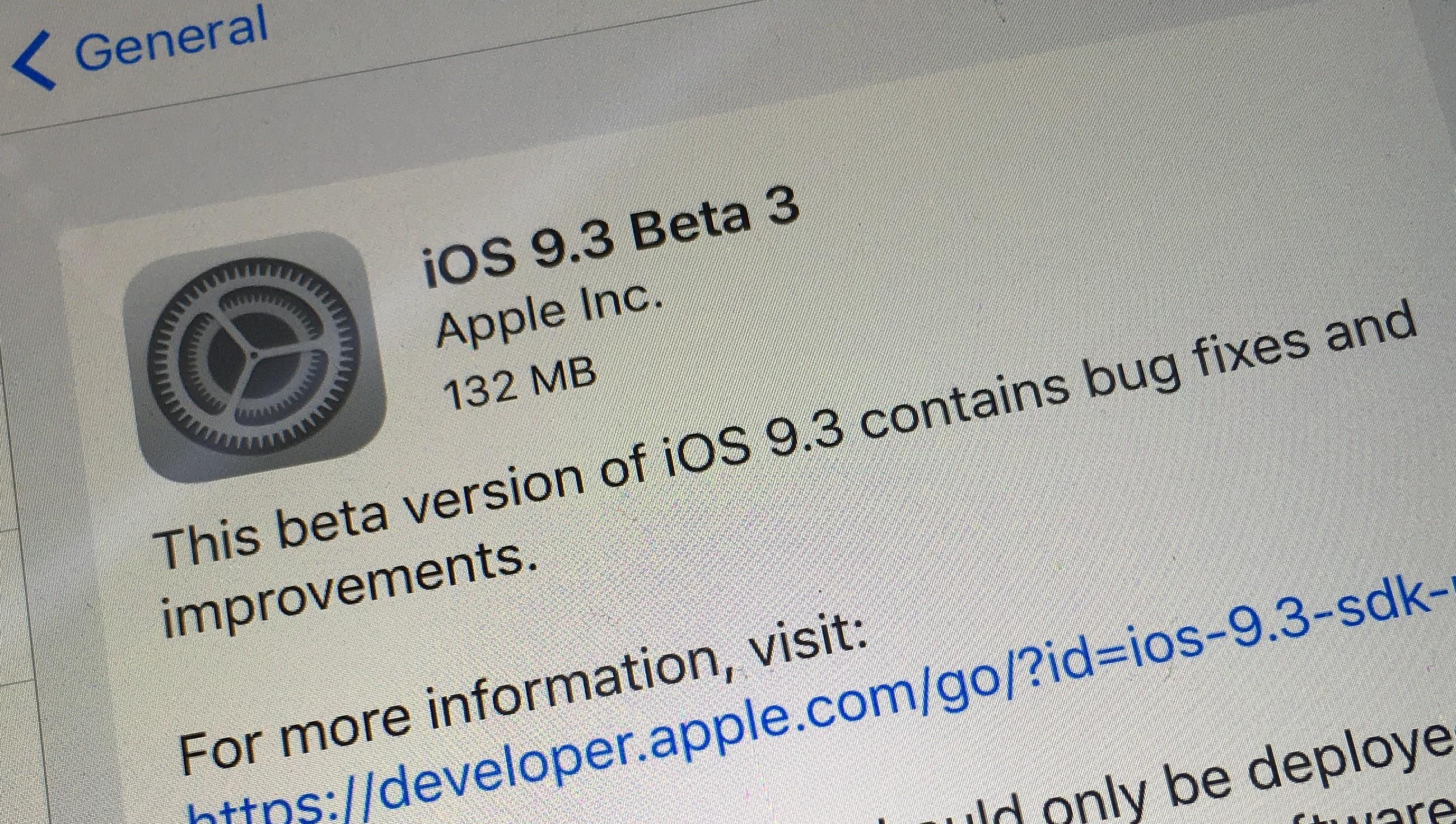 Er du registrert utvikler er det bare å installere iOS 9.3 beta 3 på iOS-enhetene dine nå. Er du ikke utvikler må du vente noen dager på beta 3.