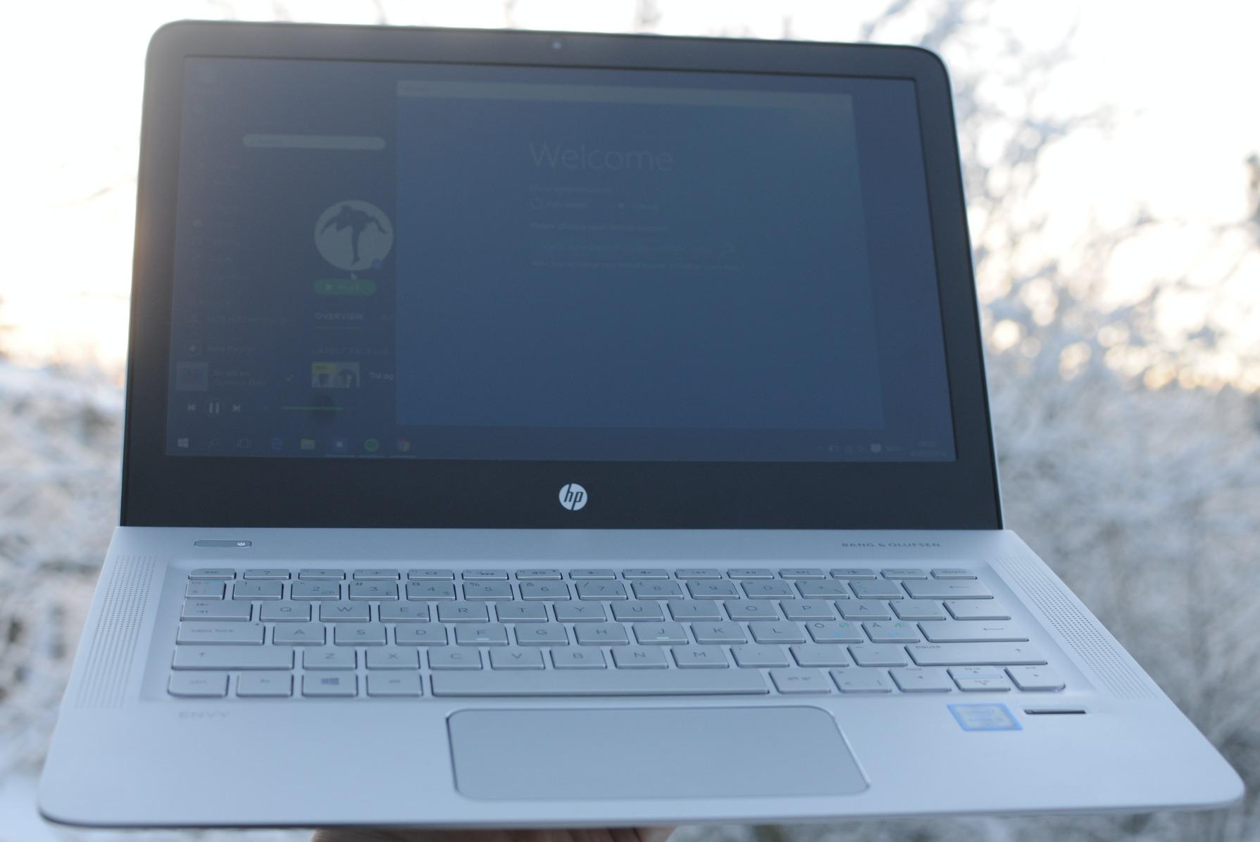 Bredt og godt tastatur, med en veldig bred styreflate.