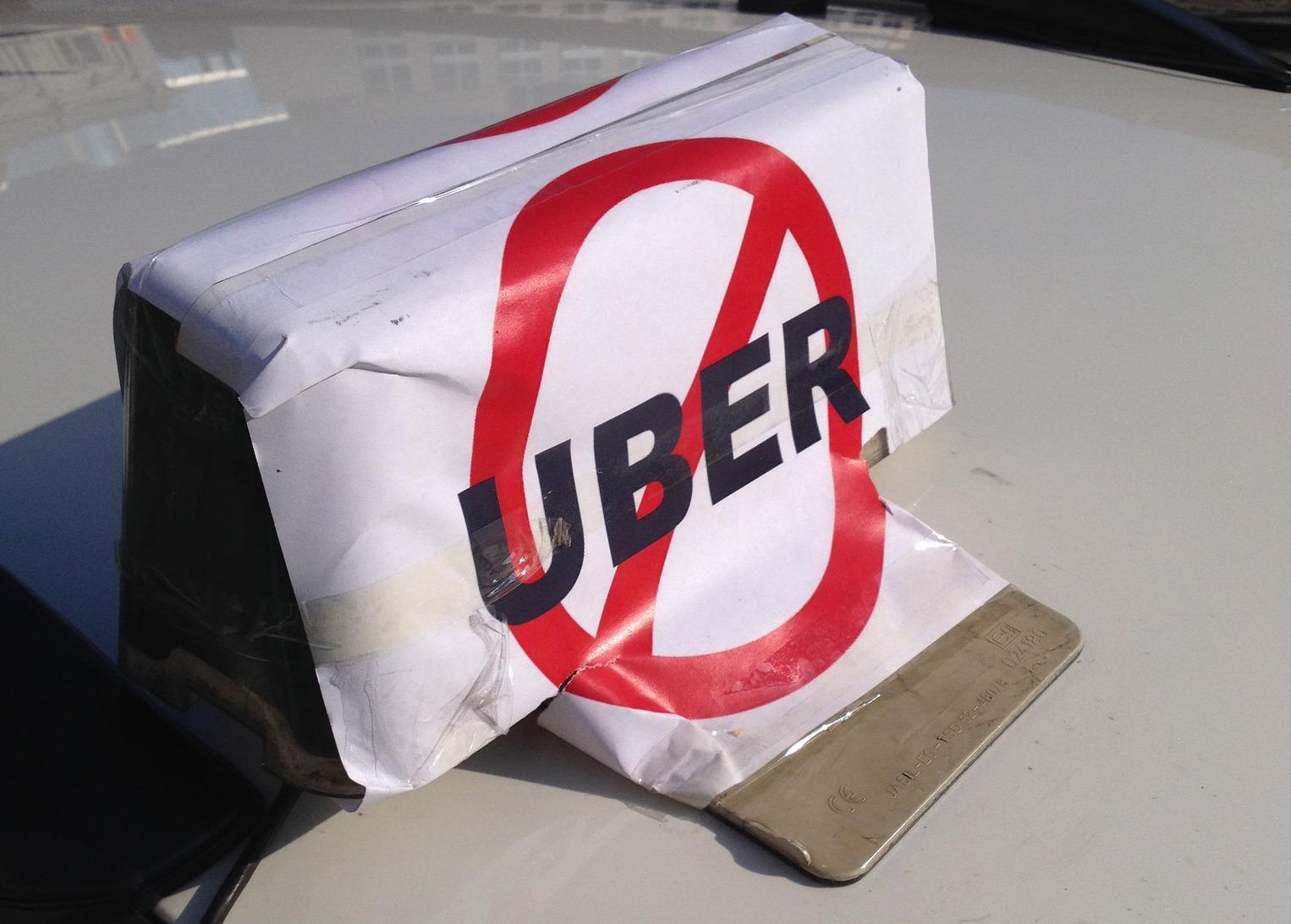 Taxinæringen kjemper fortsatt for overlevelse i en ny økonomi.