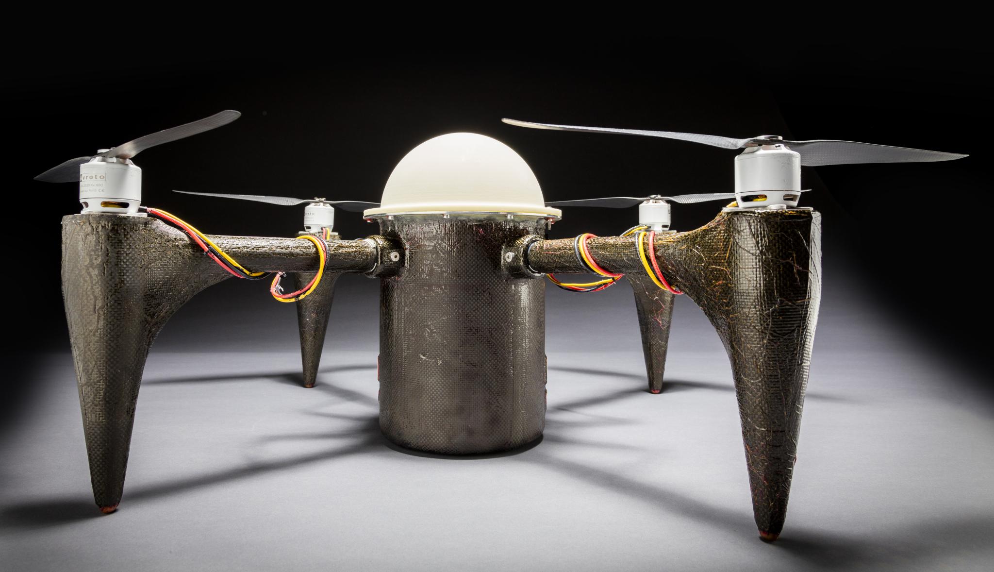 CRACUNS - Verdens første drone som kan dykke under vann i månedsvis og fortsatt kunne fly.