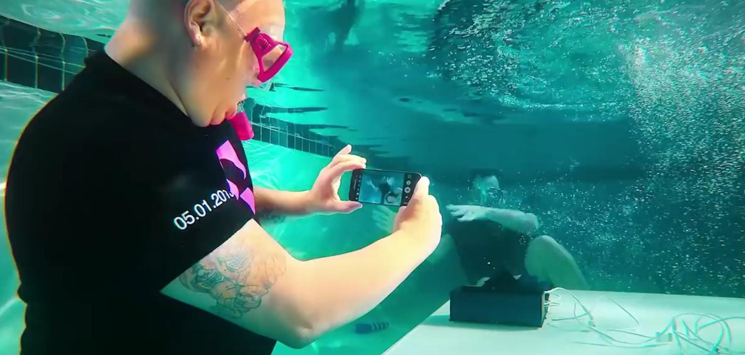 Galaxy S7-modellene vil klare seg helt fint under vann, bare man holder seg innenfor anbefalingsrammene.