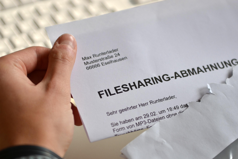 Illustrasjon av tysk fildeler som har mottatt brev fra rettighetsholder.