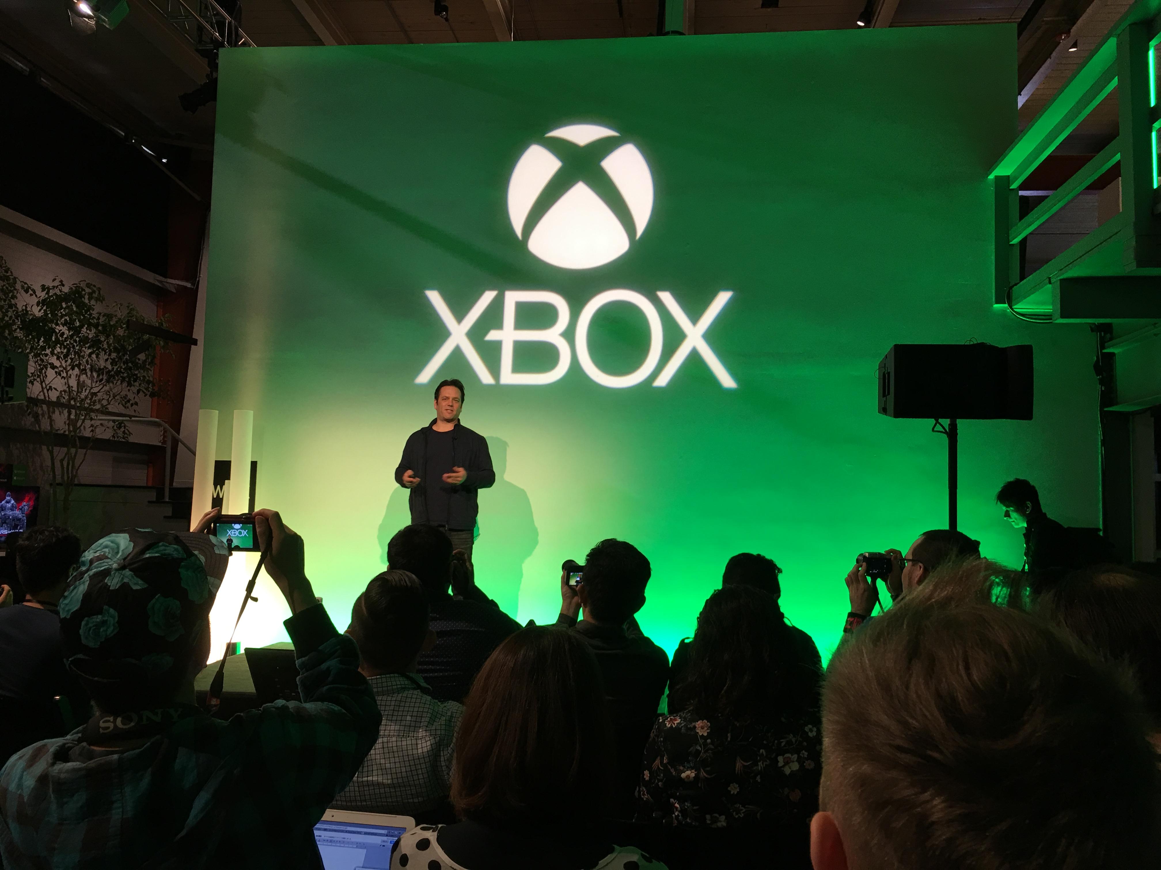 Det forventes oppgraderte Playstation- og Xbox-konsoller senere i år. Bildet er fra Xbox Spring Event forrige måned der Phil Spencer (avbildet) hintet til ny Xbox-maskinvare.
