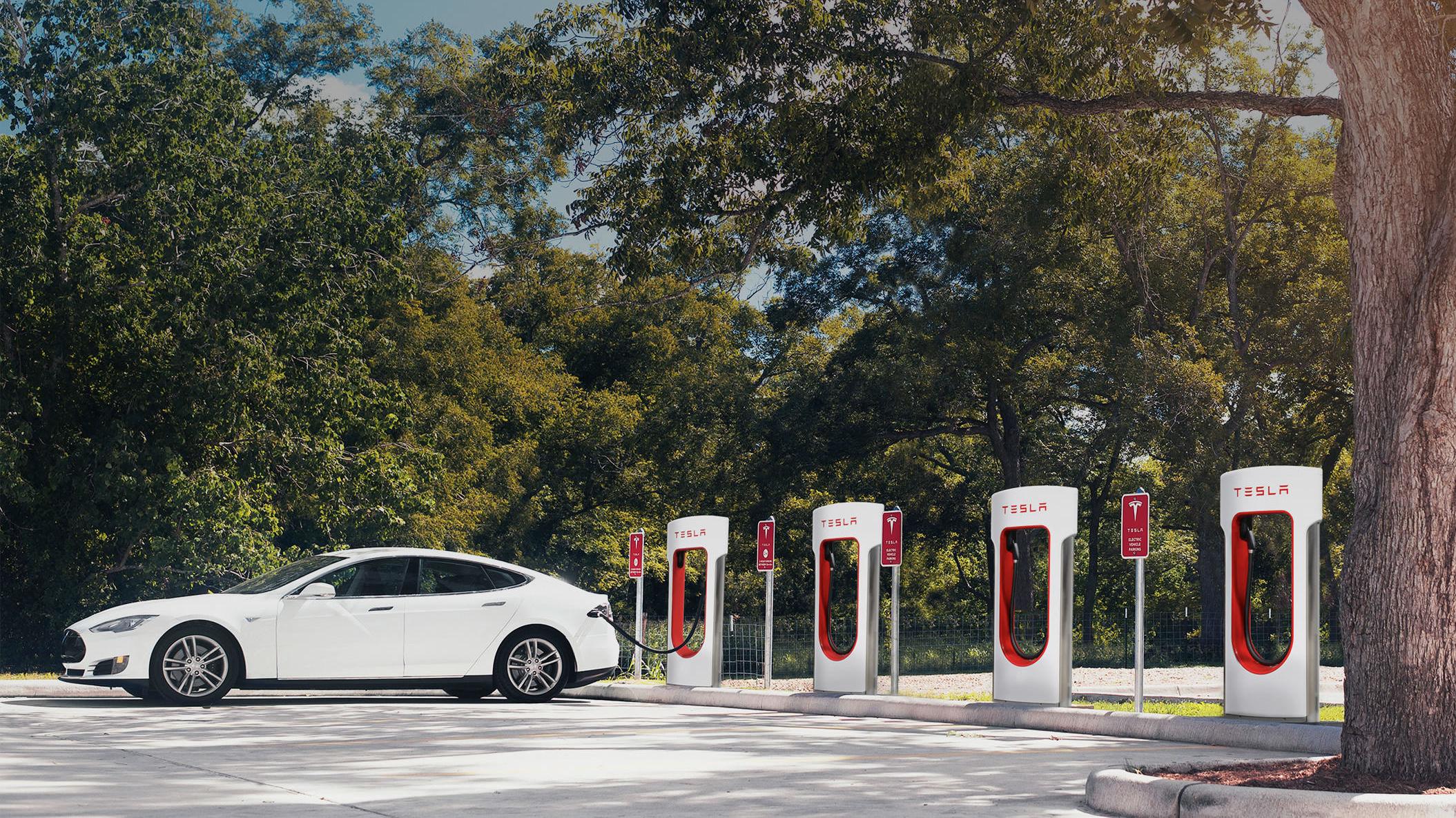 Tesla annonserer slutten for gratis superlading.