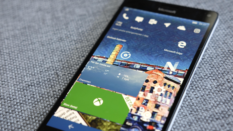 Microsoft og Windows 10 Mobile seiler akterut i kampen om mobilkundene.