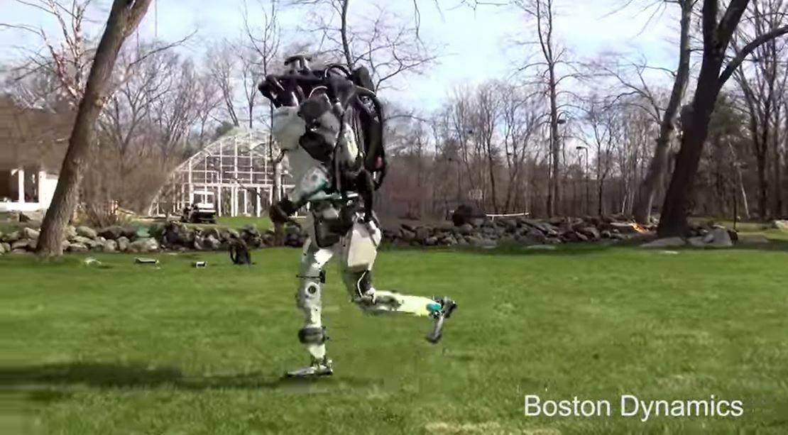 Her løper roboten uten hjelp.
