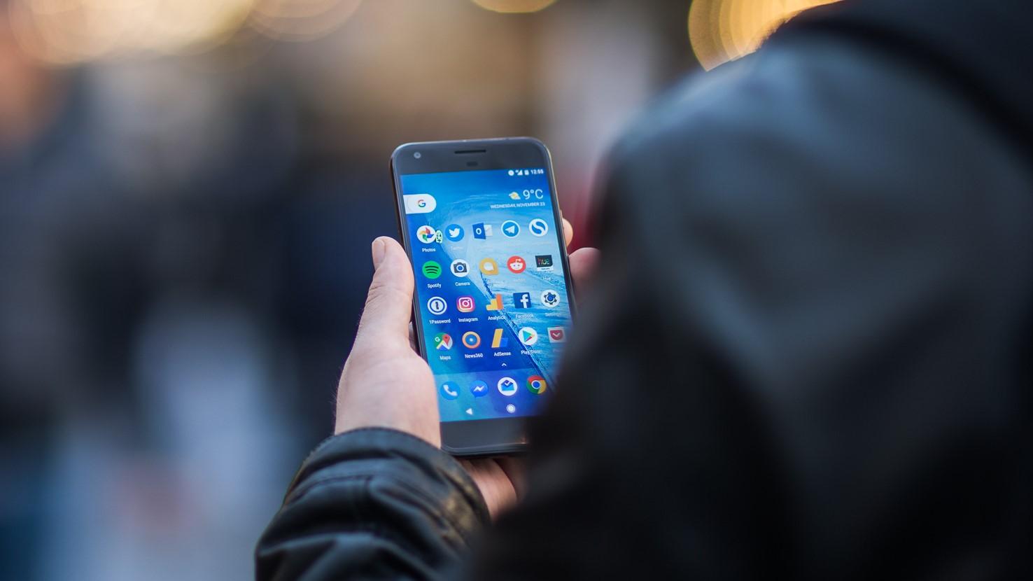 """Alle Android-enheter som ikke kjører """"Pie"""", er sårbar for sporing."""