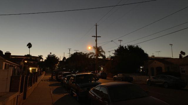 Kveldsbilder med og uten 2x zoom.