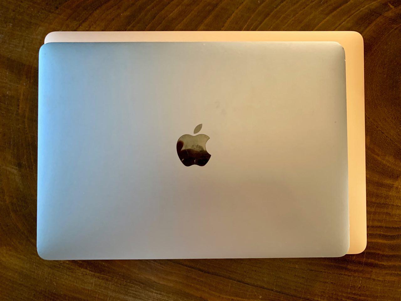Vi håper MagSafe returnerer til Macbook.