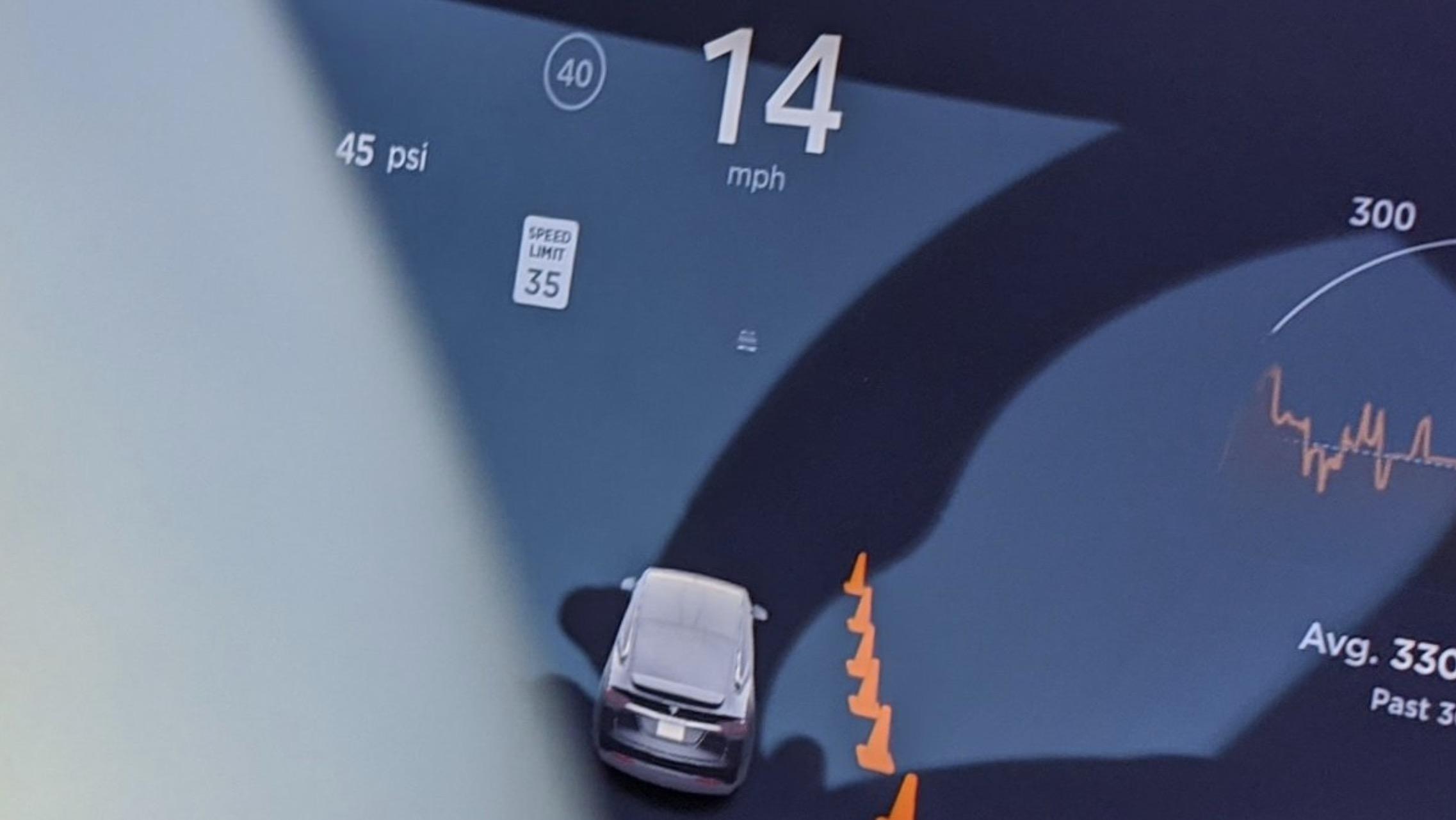 Tesla Autopiilot kjegler