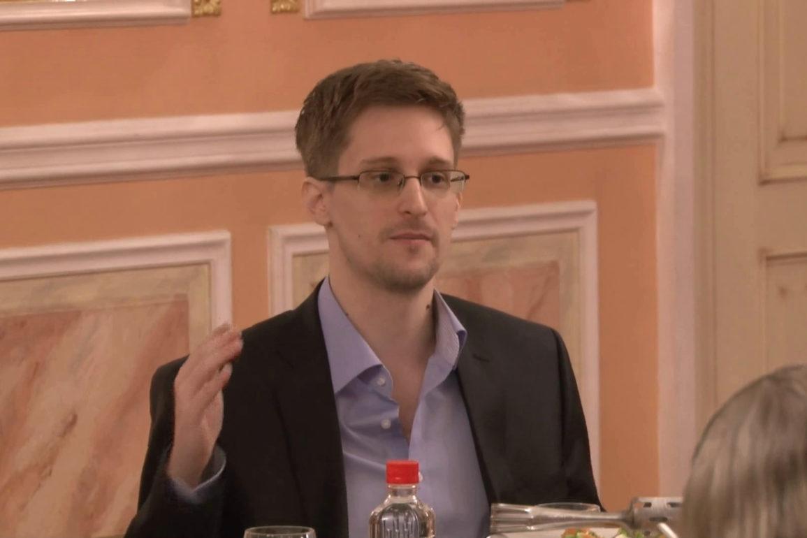 Edward_Snowden_2013