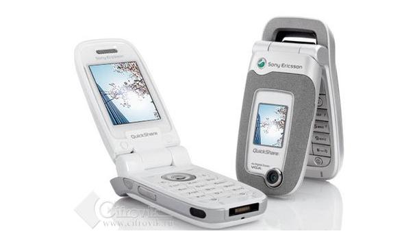 I FYR OG FLAMME: Det var en mobil av denne typen, Sony Ericsson Z520, som sendte en svensk kvinne på sykehus.