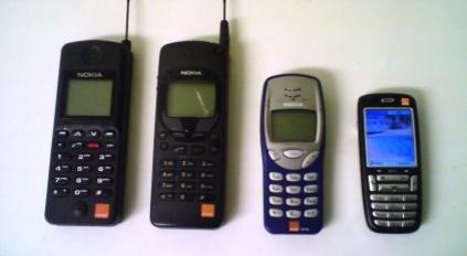 FEM ÅR: Om du har en gammel, defekt telefon liggende i skuffen kan det snart være på tide å reklamere.