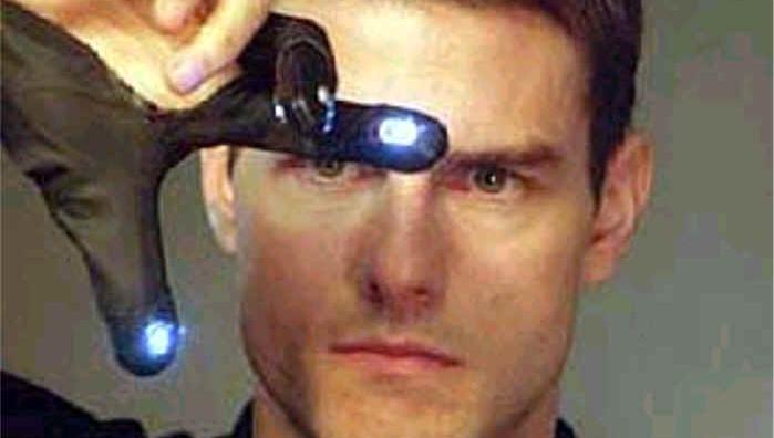IKKE PRAKTISK: Tom Cruise kunne like gjerne brukt mus...
