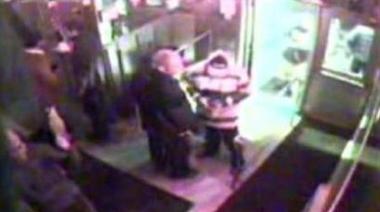 MELDTE SEG: En kornete video fra et overvåkingskamera var det som skulle til for at den drapsmistenkte mannen meldte seg.