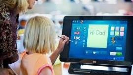 FAMILLIEVENNLIG: Med HP TouchSmart IQ770 ønsker HP å nå ut til familiene.