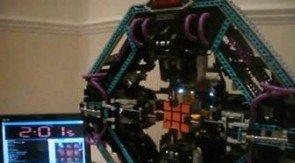 Denne spesialbygde utgaven av Legos Mindtorm-robot klarer Rubiks kube på rekordtid.
