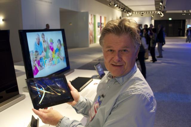 Der er noe egent med å få prøve en dings som ikke er lansert ennå. Her ITavisens redaktør Tore Neset med Sonys Tablet S.
