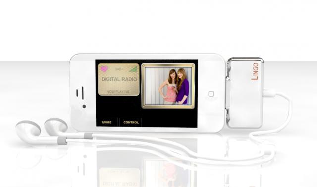 Lingo settes inn i bunnen nav iOS-enheten og gir DAB-radio (pluss FM) over alt.