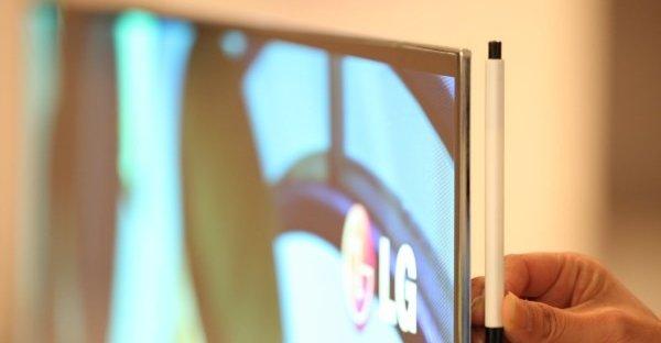 Svært tynn, LGs OLED-prototype måler ikke mer enn 5 mm. i dybde og likevel leverer OLED-skjermteknologi flere farger enn LCD.