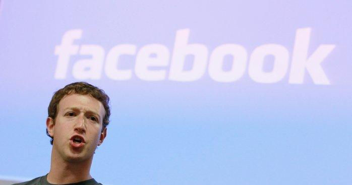 Mark Zuckerbergs fotsoldater nekter for at gamle, private meldinger dukker opp på Tidslinjen. Det vil ikke franske myndigheter uten videre godta.