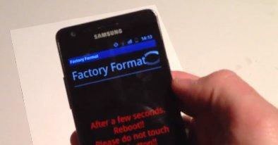Alt som skal til for å slette alt på en S III er å besøke en nettside med en svært enkel kodesnutt. Nå undersøker Samsung saken som kommer i verst tenkelige tidspunkt: samtidig som lanseringen av selskapets ergreste konkurrent: iPhone 5.