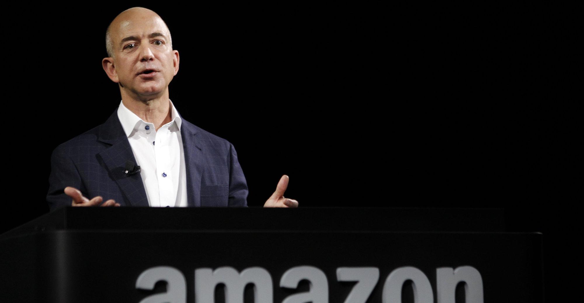 Amazon-sjefen Jeff Bezos tar ikke sjansen på at folk ikke får bestilt julegavene sine.