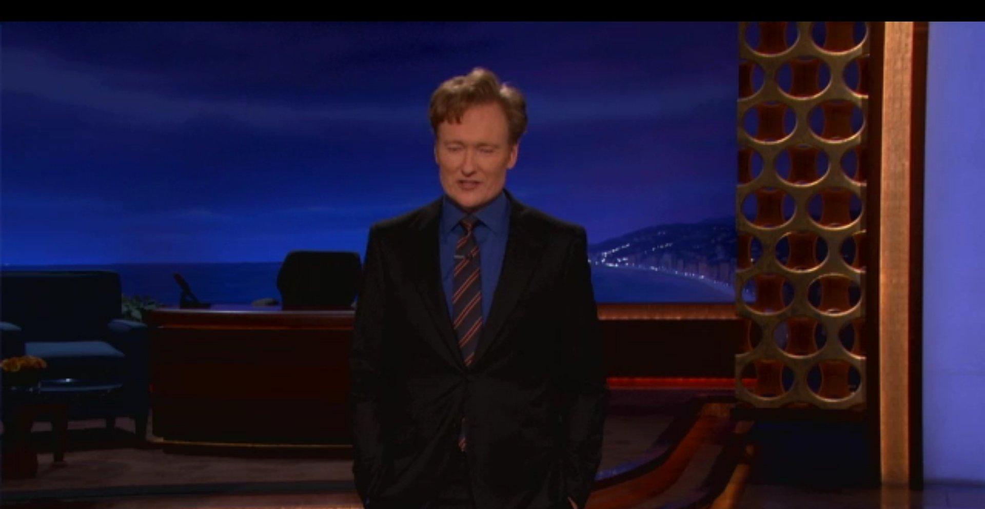Conan O'Brian mener iPad mini bare er egnet til å fylle Apples lommer - og det store hullet i folks tomme, triste liv.