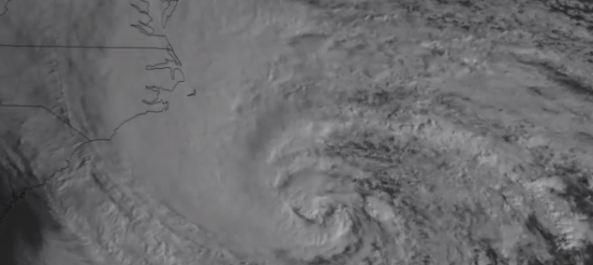 Her ser du hvordan «frankenstormen» Sandy bygger seg opp langs USAs østkyst.