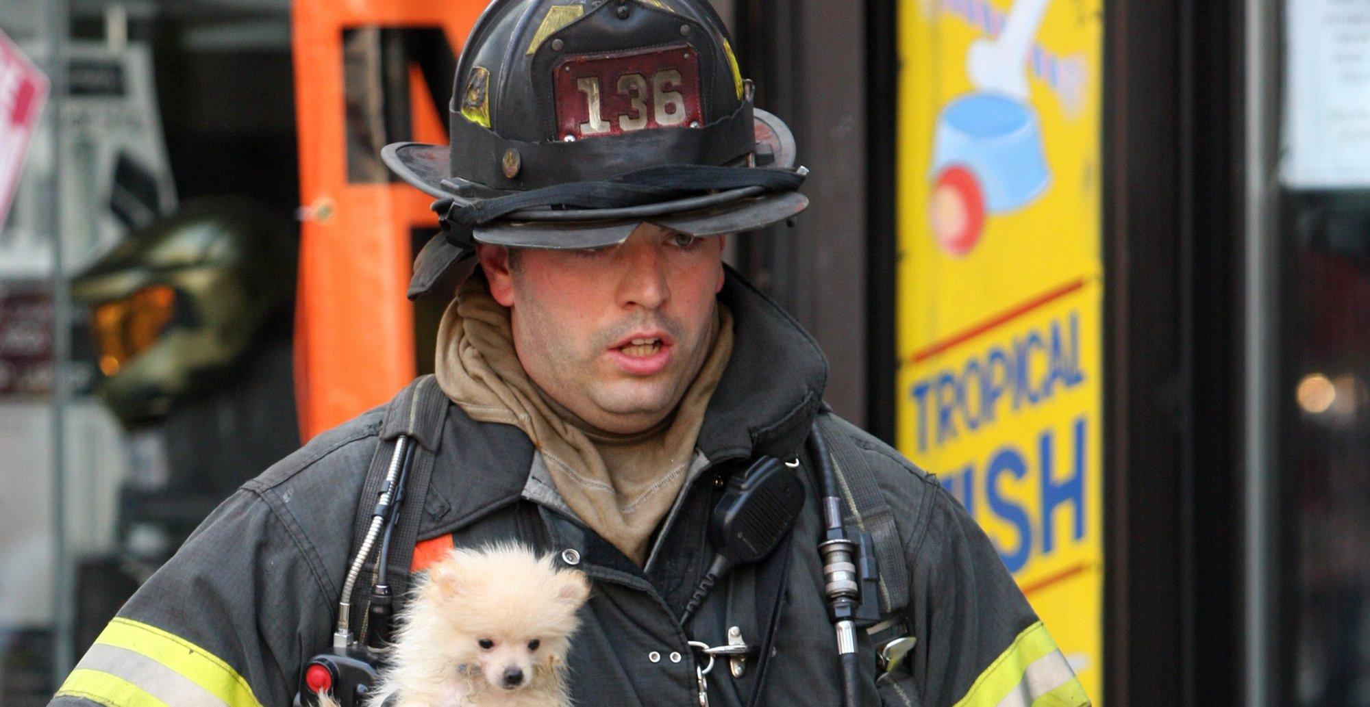 Joda, vi kommer, sier New Yorks brannkorps. Men helst vil de at du ringer. (Her fra en redningsaksjon i 2010)