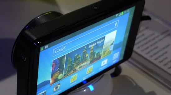 Med dette kameraet kan du overføre bilder i topp kvalitet direkte til Facebook, Google+, Instagram, Flickr - eller et hvilket som helst annet sted på nettet.