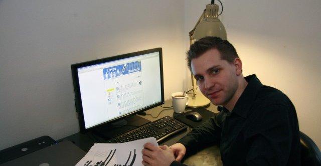 Den østerrikske studenten Max Schrems fortsetter sitt korstog mot Facebook . Nå havner saken trolig i retten.