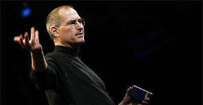 Det kommer intet mindre enn to filmer om Steve Jobs liv. Den første av dem har USA-première i april.