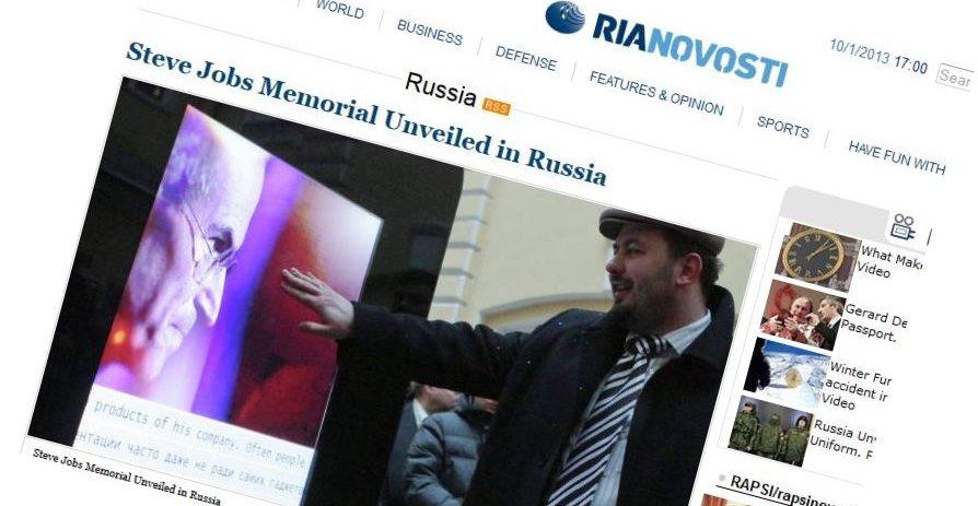 En gigantisk iPhone i St.Petersburg markerer Steve Jobs liv og virke.(Faksimile)