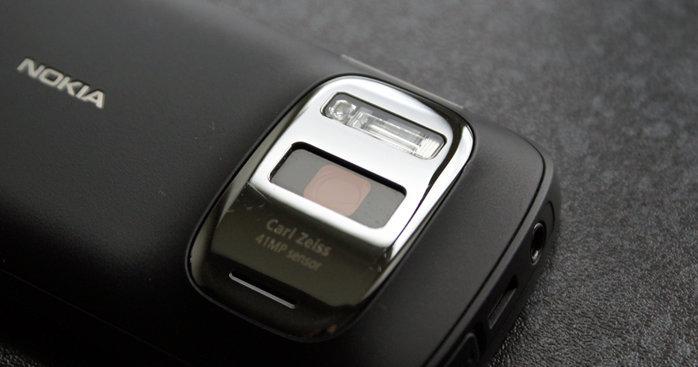 En ny Lumia med et nytt design og ekte PureView-kamera kommer senere i år, dette melder The Verge. Også Nokia-nettbrettet kommer tidlig i år, men ingen fler detaljer er i skrivende stund kjent.