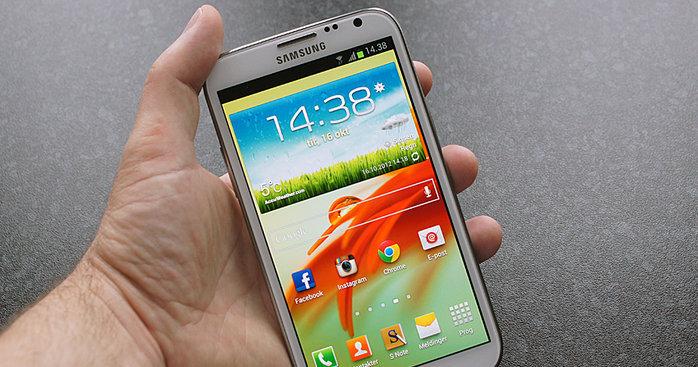 Samsungs hybridtelefon Galxy Note II selger overraskende godt i Norge. Nå har den steget fra 7. til 6. plass på NetComs liste.