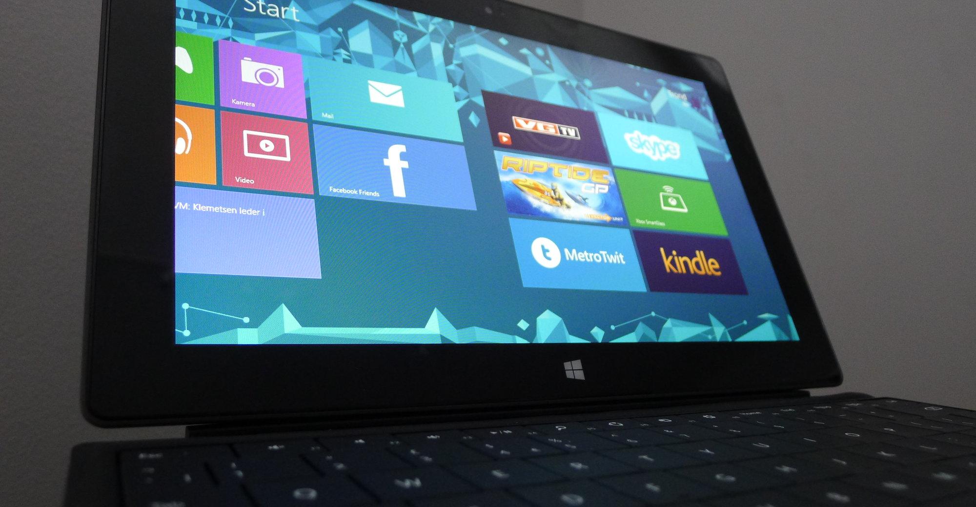 Surface RT er ikke annet enn et kompromiss på alle måter, selv om Microsoft vil ha deg til å tro det stikk motsatte. App-utvalget er elendig og OS-et med sitt Metro-brukergrensesnitt leverer en stiv opplæringskurve som ikke gir langt nær like mye tilbake